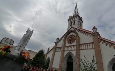 Develan y bendicen imagen de la Virgen de Guadalupe