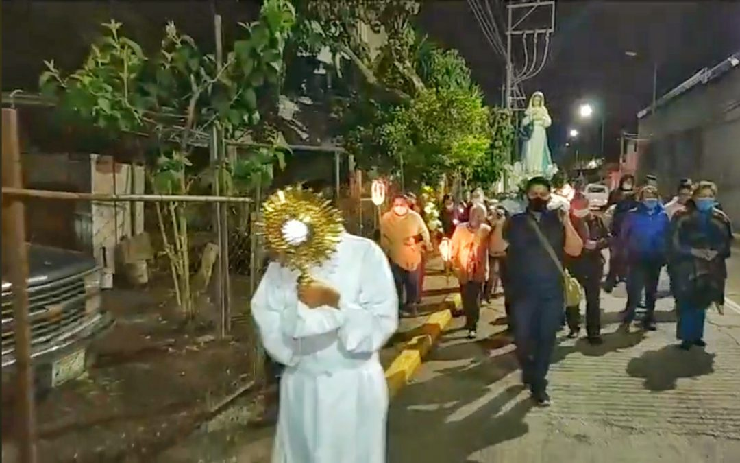 Con Rosario y Bendición del Santísimo  piden intercesión de Virgen del Pilar
