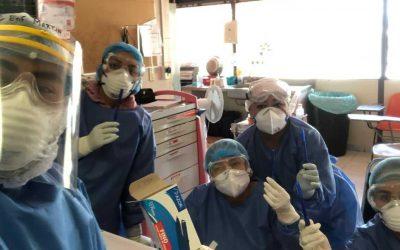 Laicos profesionales de la salud confortan a enfermeros
