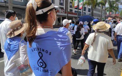 Marcharon familias de distintos credos a favor de la Mujer y de la Vida